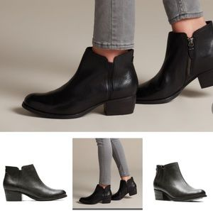 Like new Clarks black boots booties
